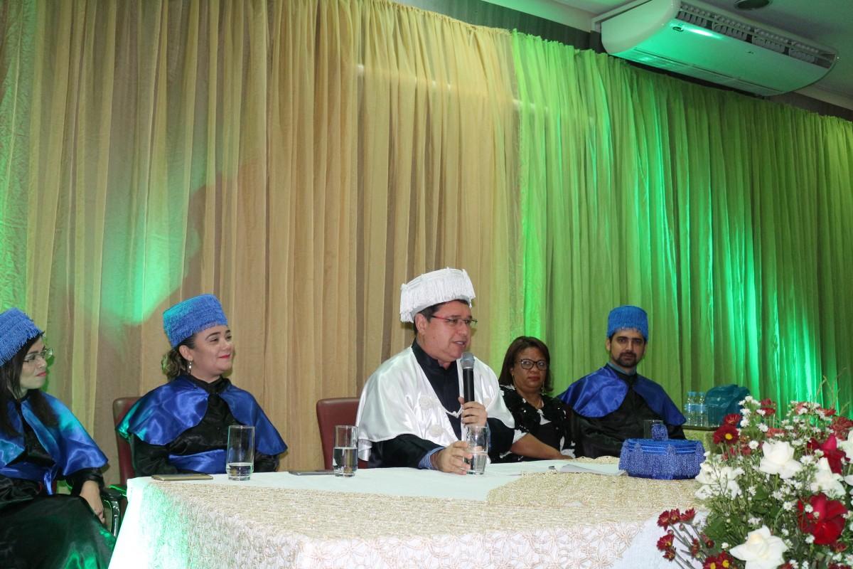 Reitor Roberto Brandão presidiu a solenidade de colação de grau em Timon