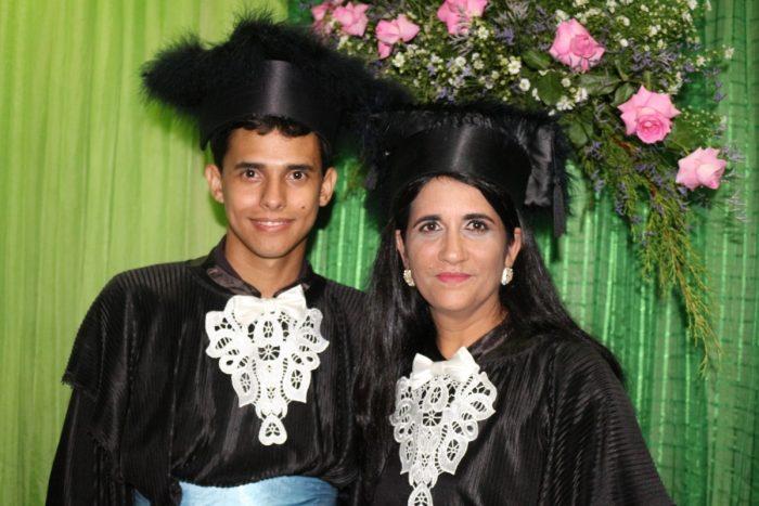 Pablo Jediel da Silva, 24, graduou-se juntamente com a sua tia Mara Rúbia Carvalho, 40